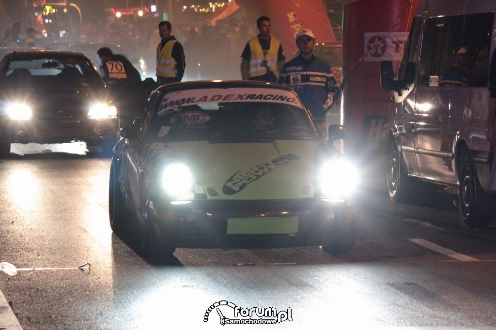 Porsche 911 Carrera przed starewm w wyścigach równoległych