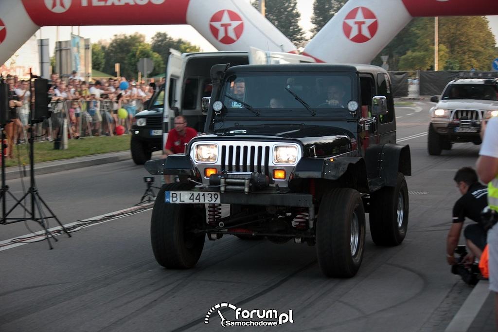 Jeep Wrangler 4.0L, podczas startu w wyścigach równoległych