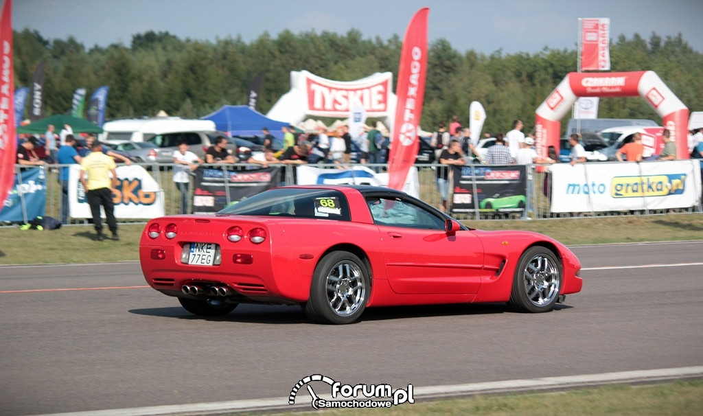 Chevrolet Corvette C5, bok
