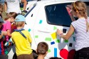 Oklejanie samochodu przez dzieci