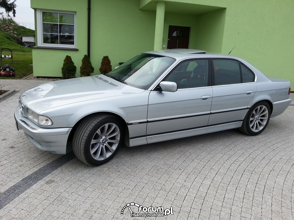 BMW 740 - 286 KM, 400 NM