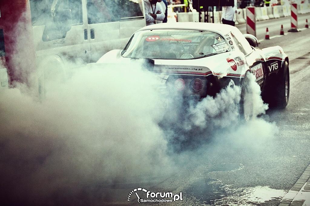 Chevrolet Corvette 4x4 VTG, pokazowe rozgrzewanie opon