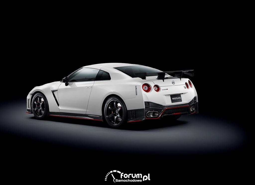 Nissan GT-R Nismo, 2014