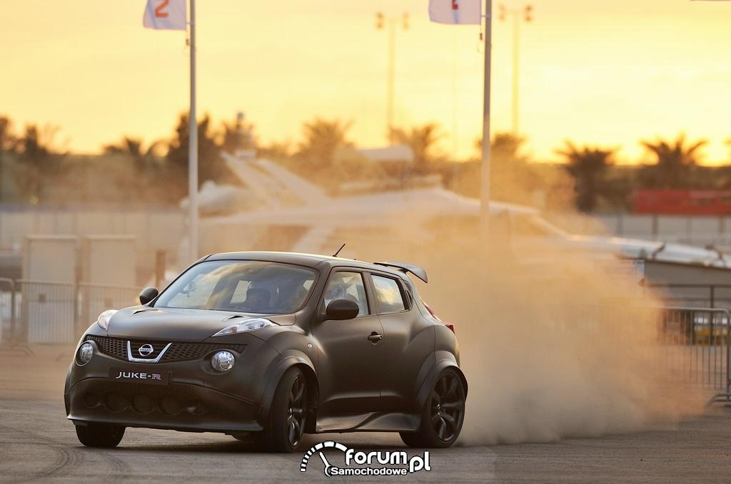 Nissan Juke-R vs supercar Dubai street challenge 2012, 3