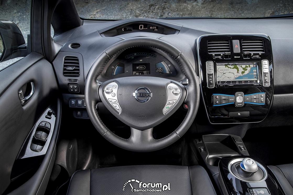 Nissan Leaf 30 kWh, wnętrze, samochód elektryczny