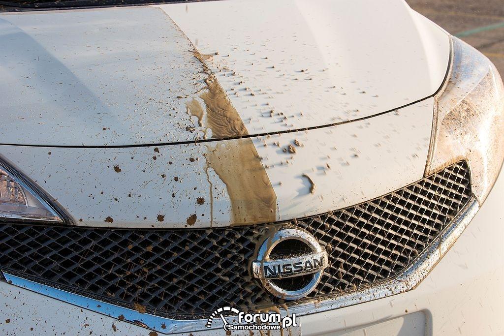 Nissan Note, samoczyszczący się lakier po prawej