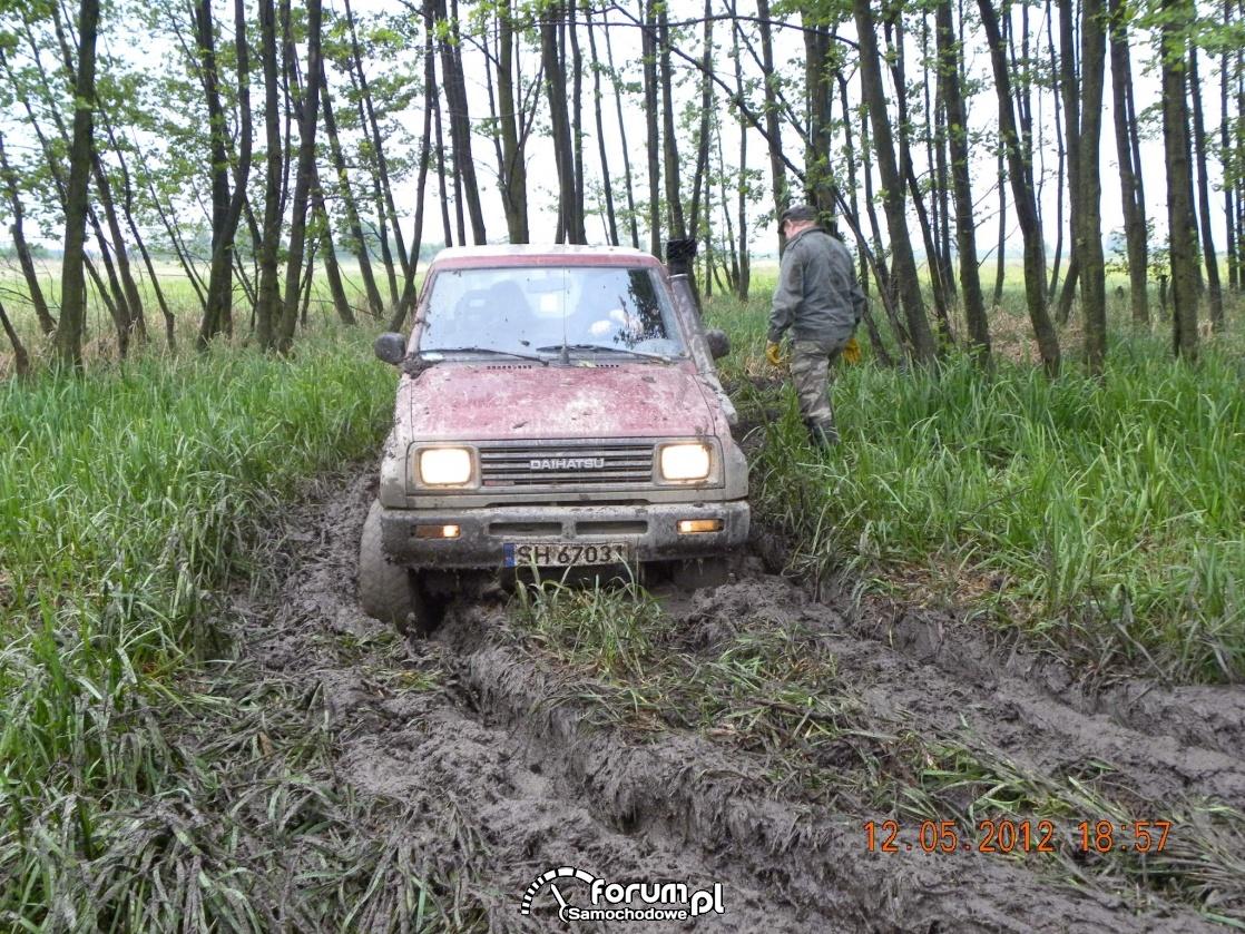 Daihatsu Feroza SX, błoto