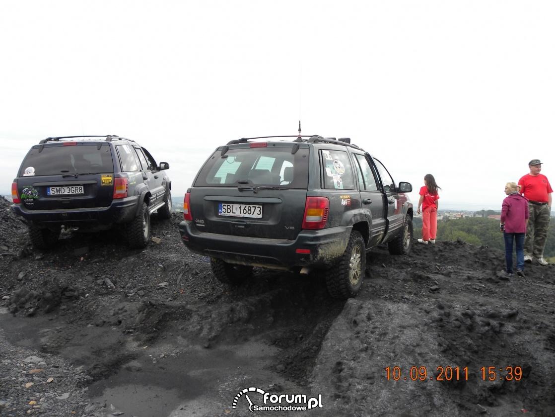 Dwa Jeepy na górze