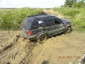 Jeep grand cherokee w błocie