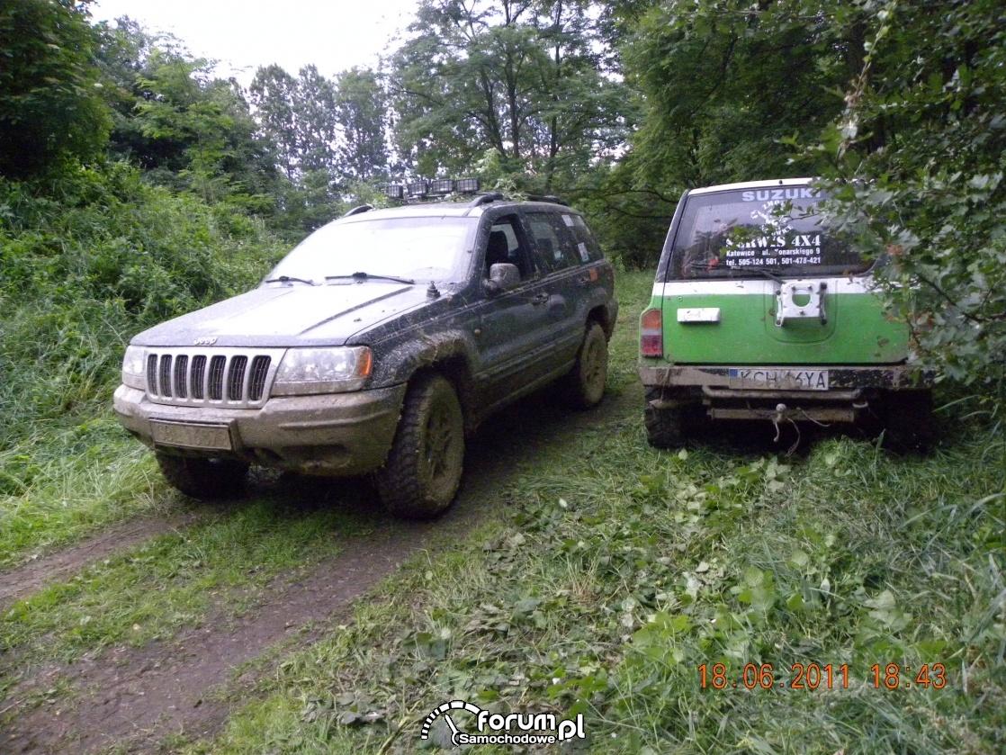 Jeep i Suzuki ubłocone