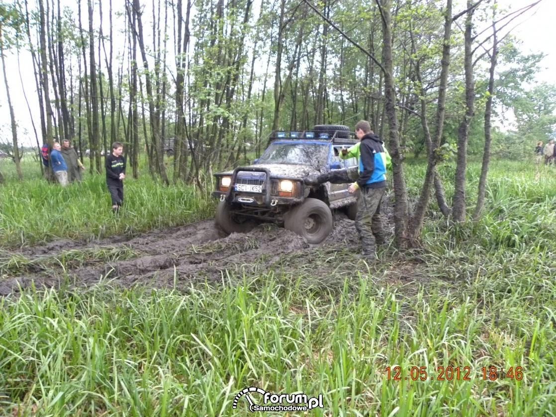 Jeep - przeprawa przez błoto
