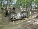 Jeep Wrangler leżący na lewym boku