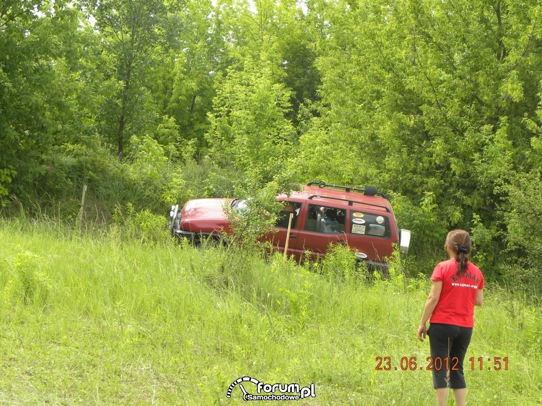 Leśna przeprawa Nissanem Terrano