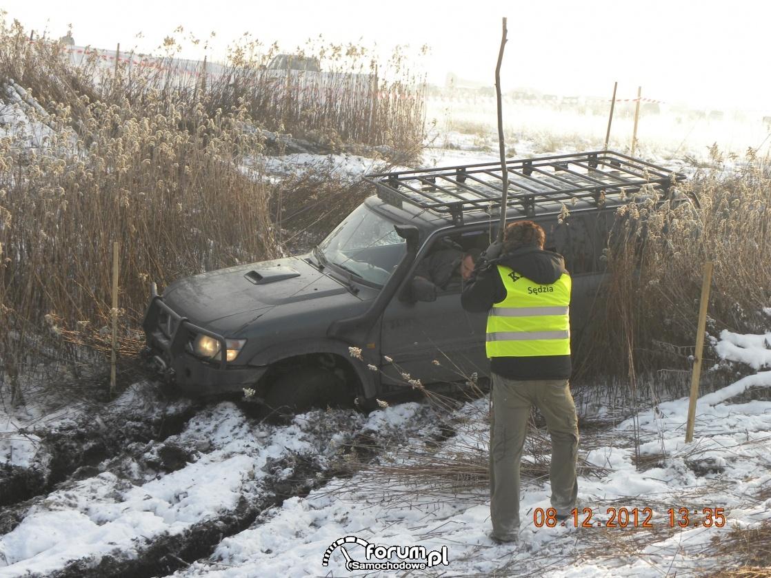 Nissan Patrol, błoto i Sędzia