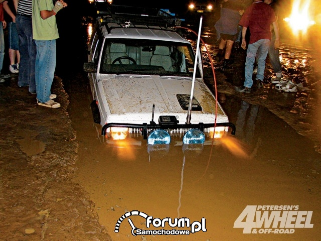 Off Road 4X4 Truck Whoops Jeep Cherokee Water