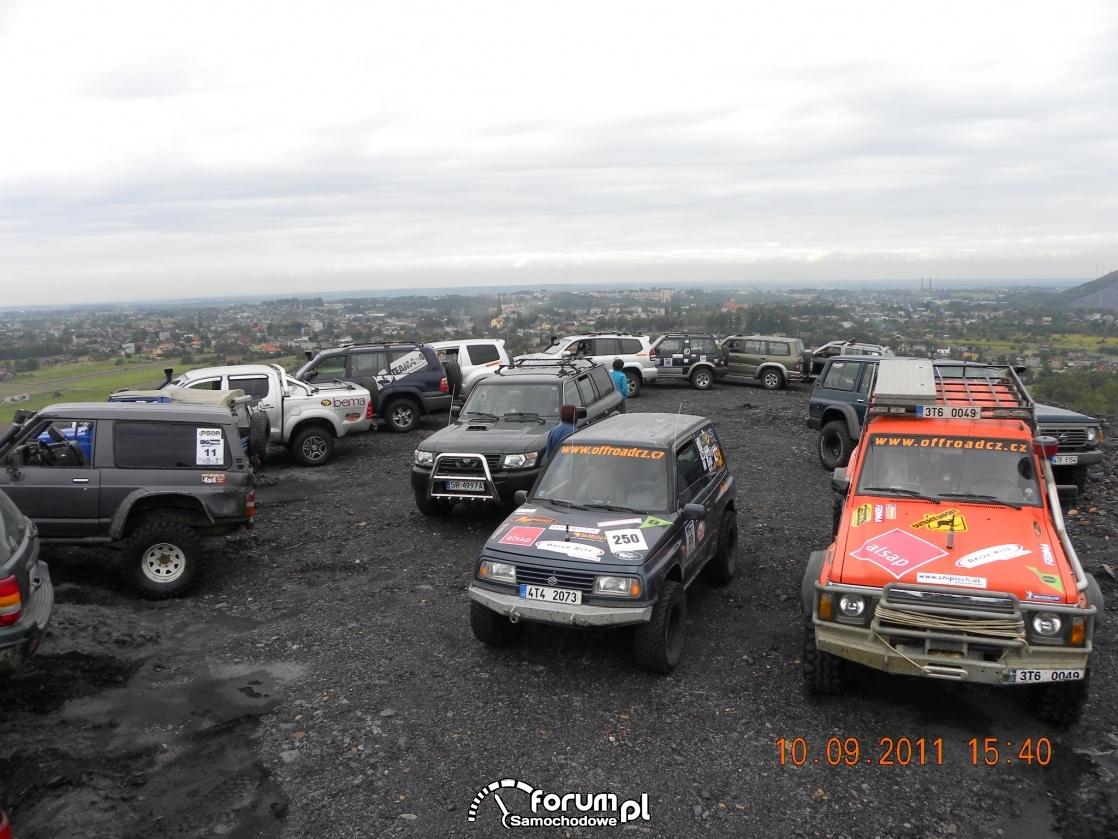 Samochody terenowe przygotowane do off-roadu