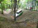 Suzuki Vitara przejzad przez głęboki rów