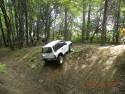 Suzuki Vitara w leśnym off-road