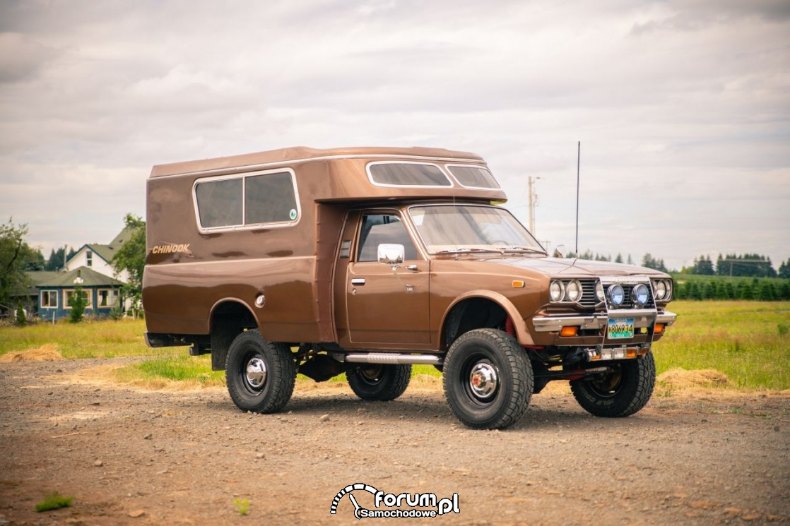 Toyota Hilux Chinook 4×4, kamper, 2