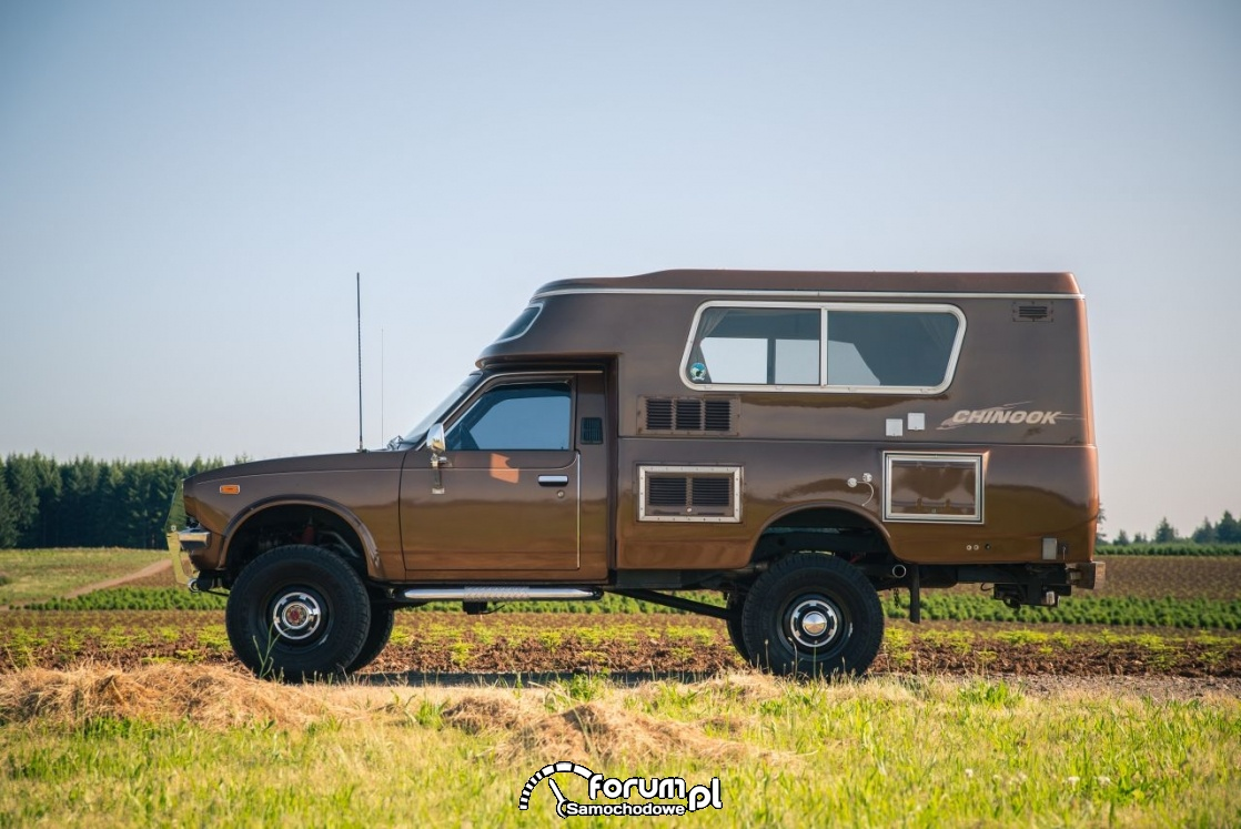 Toyota Hilux Chinook 4×4, kamper, bok