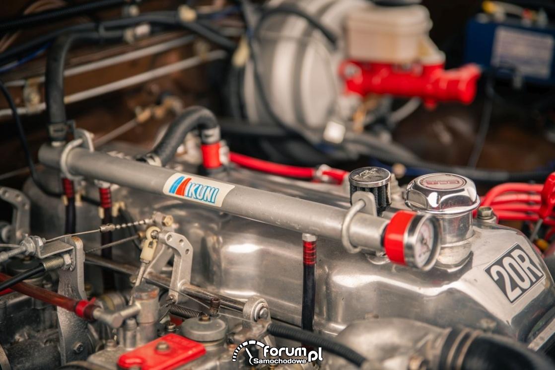 Toyota Hilux Chinook 4×4, kamper, silnik
