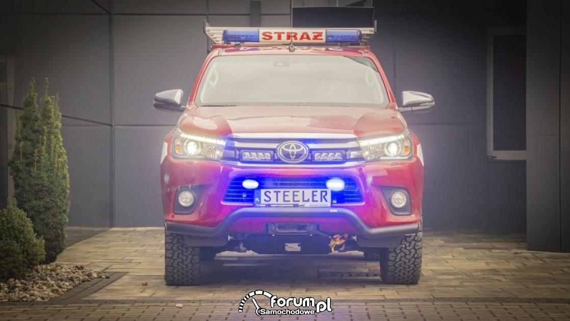 Niezniszczalny pickup na służbie z zabudową dla straży pożarnej