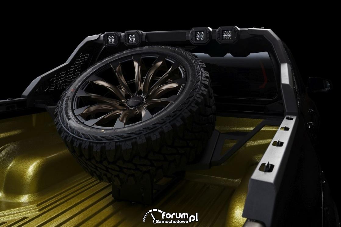 Toyota Hilux Sports Line Black Bison Edition, pełnowymiarowe koło zapasowe