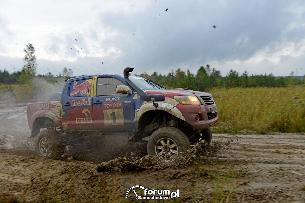 Treningowa Toyota Hilux Adama Małysza, błoto, off-road