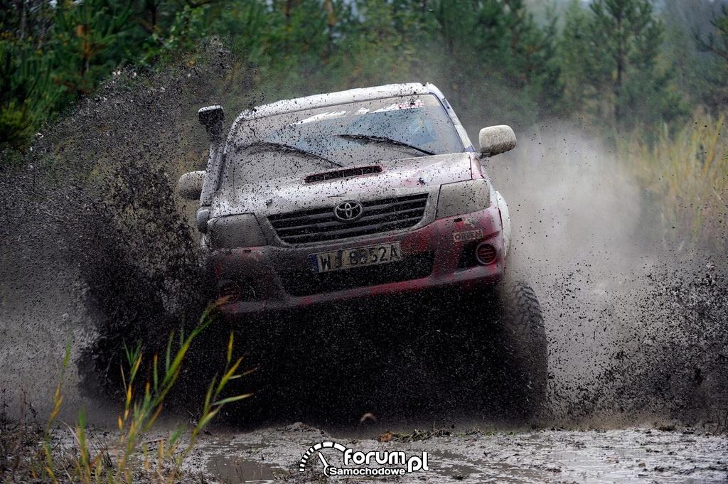 Treningowa Toyota Hilux Adama Małysza, off-road, 3