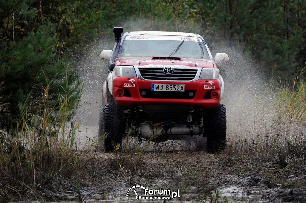 Treningowa Toyota Hilux Adama Małysza, przód