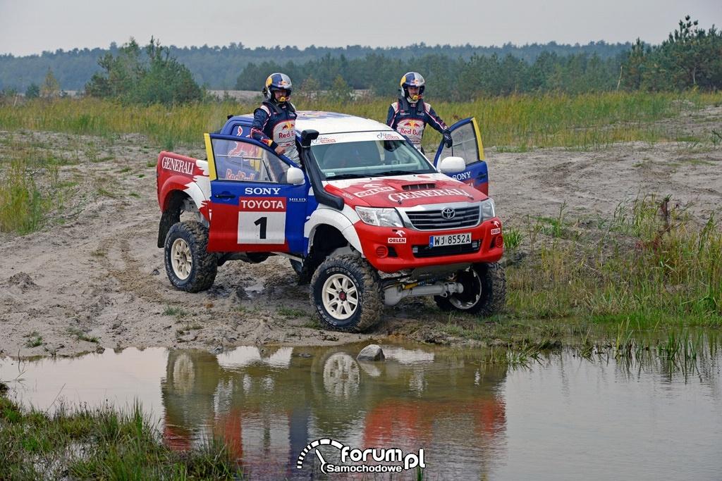 Treningowa Toyota Hilux, Małysz i Marton, off-road