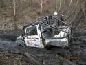 Zakopany samochód terenowy