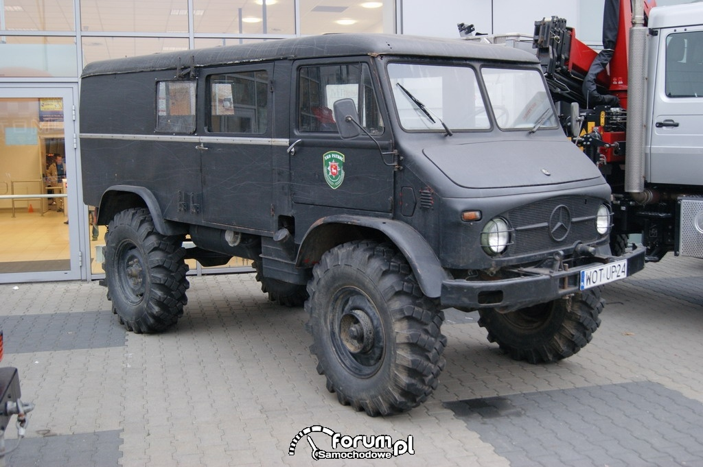 Mercedes Unimog 404, off-road