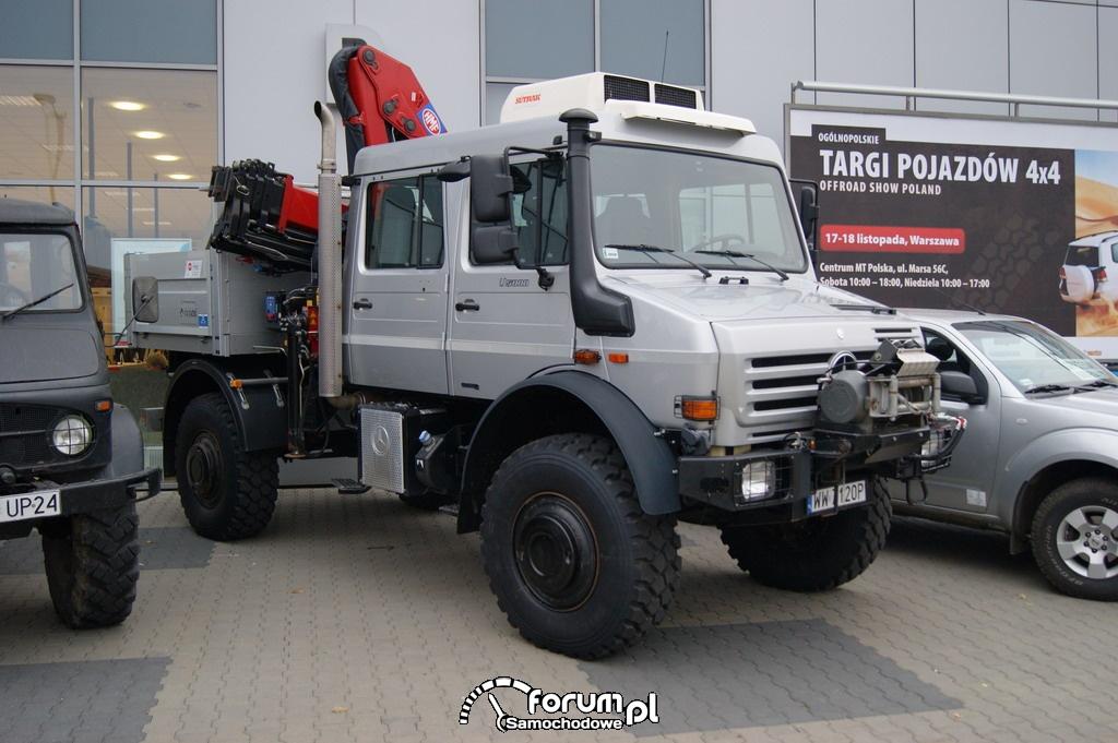 Unimog U5000 Turned Into a Camper in China mercedes unimog u5000 12