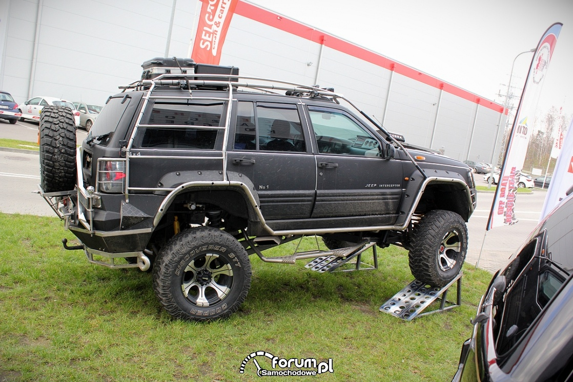Jeep Interceptor, bok