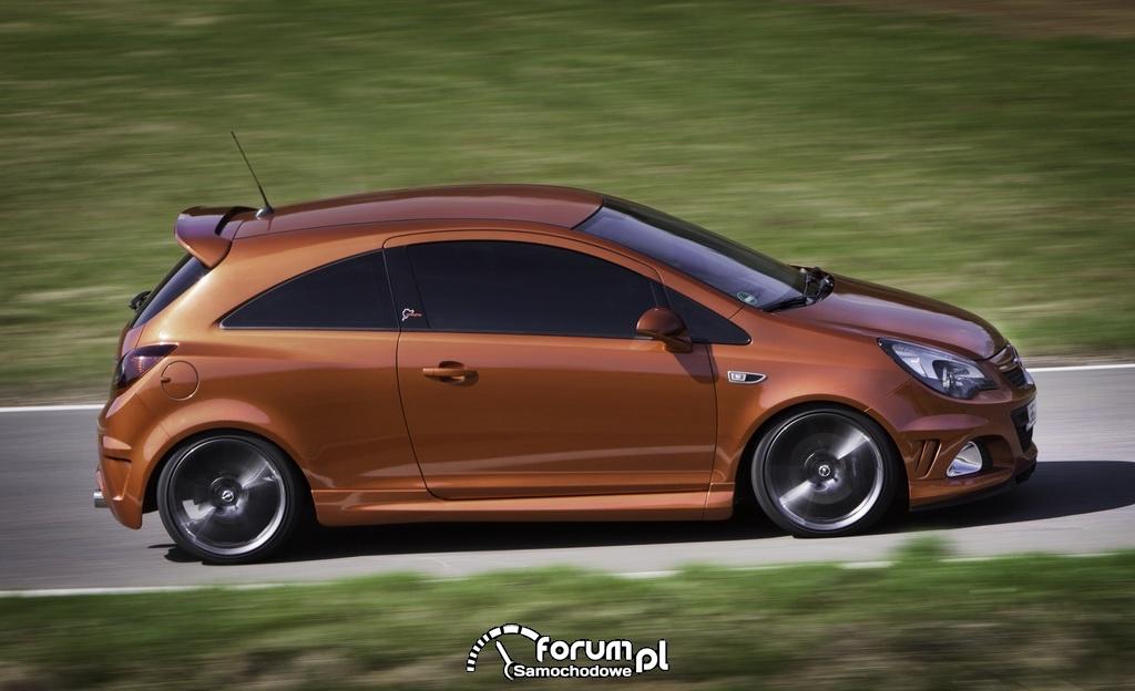 Opel Corsa OPC, bok