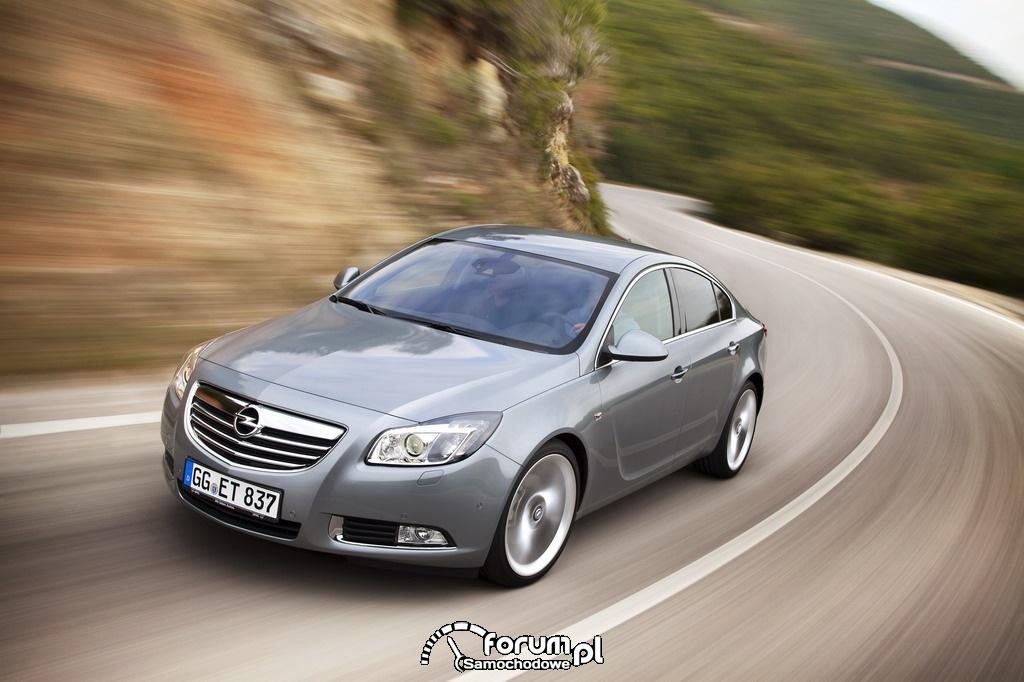 Opel Insignia - widok z przodu