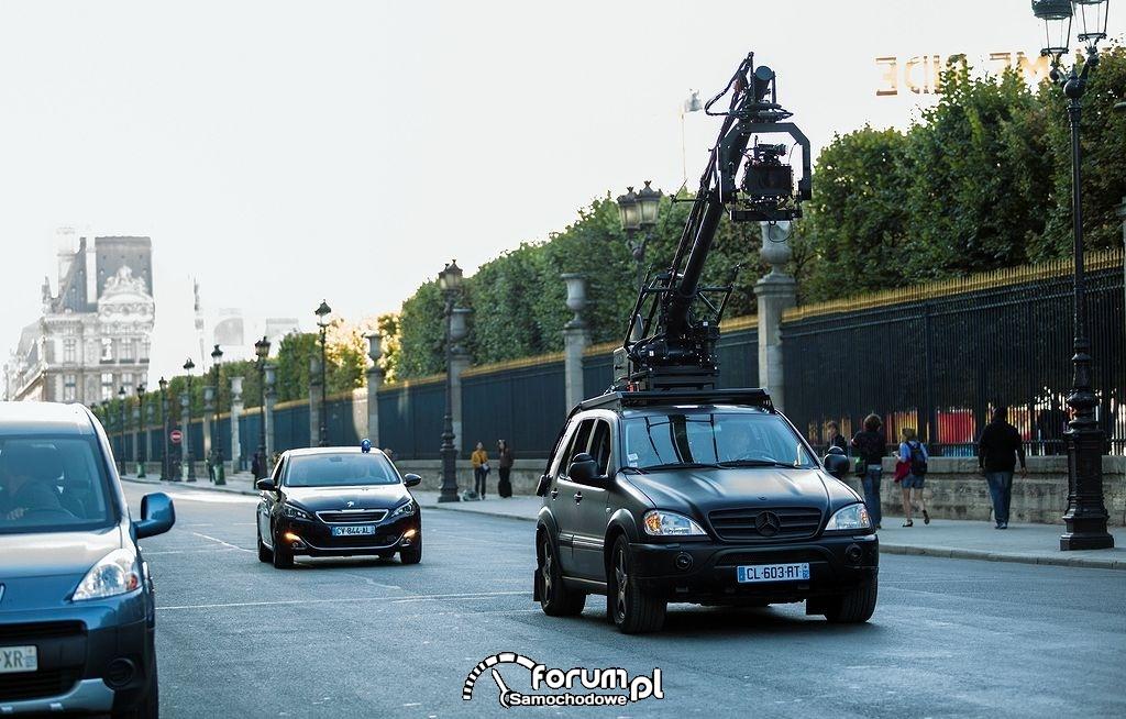 Film Lucy i Peugeot 308 w akcji