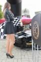 Linia startu - Aston Martin i Hostessy