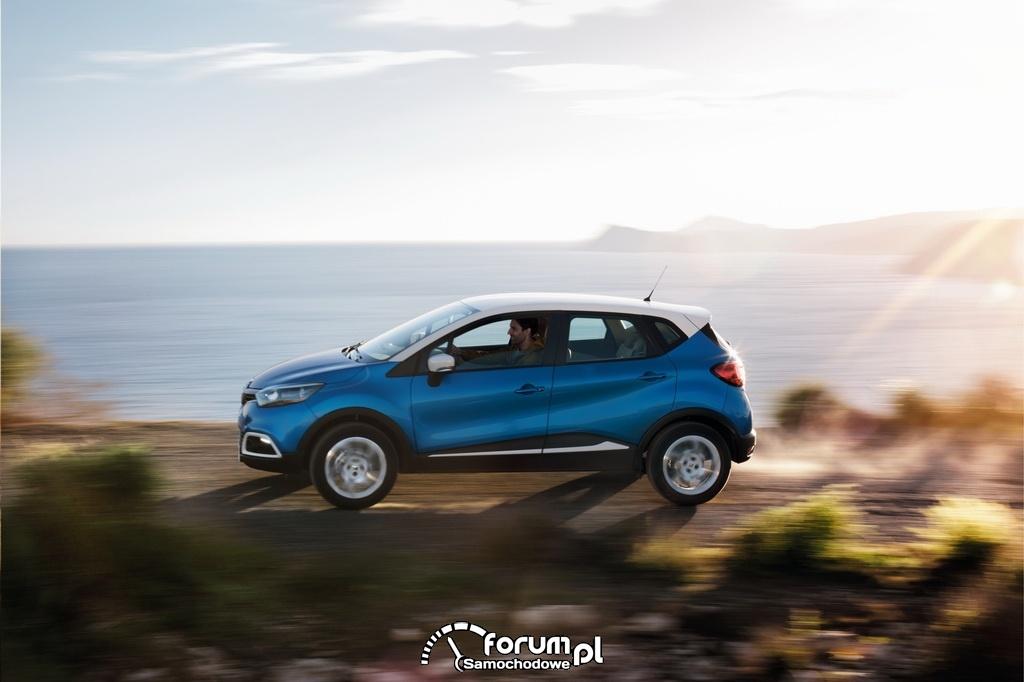 Renault clio, słoneczny dzień
