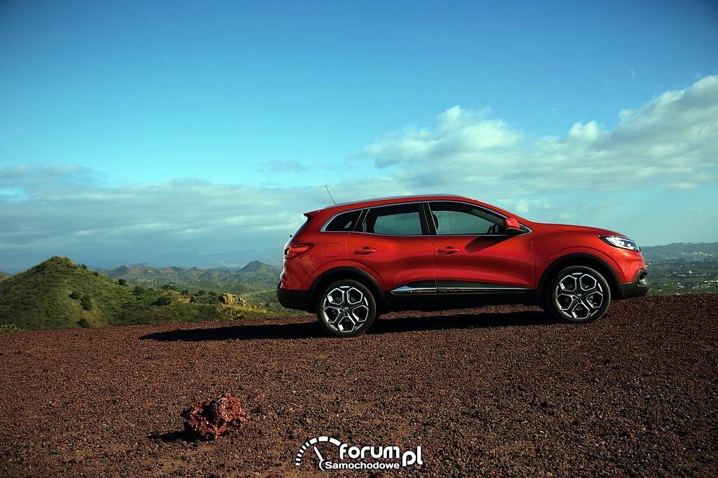 Renault Kadjar w górach, bok