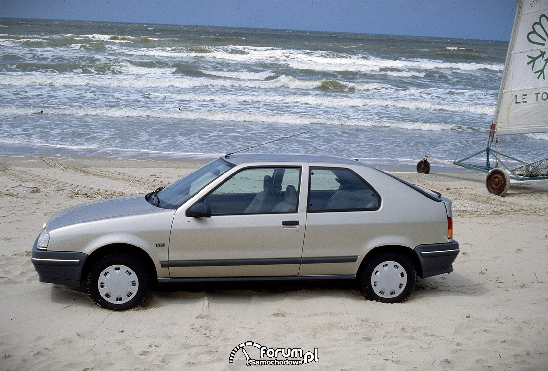 Rrenault 19 GTS model 1988