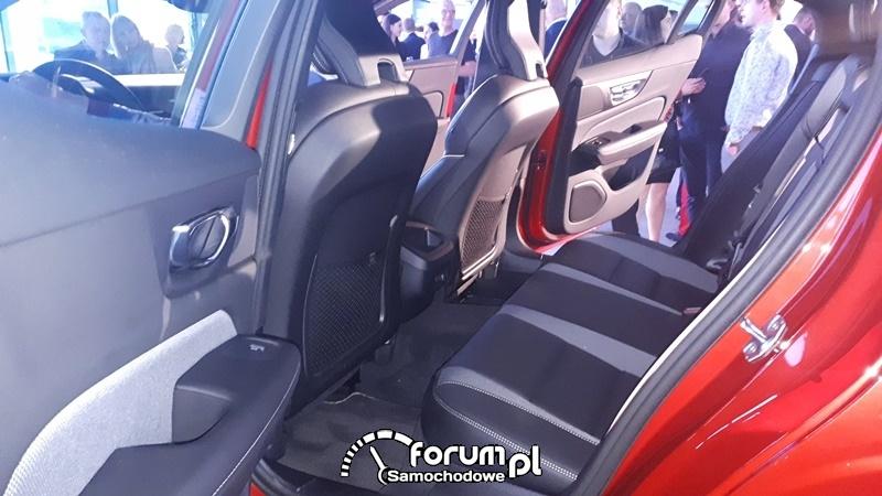 Volvo S60 T5 R-Design, tylne siedzenia i przestrzeń na nogi
