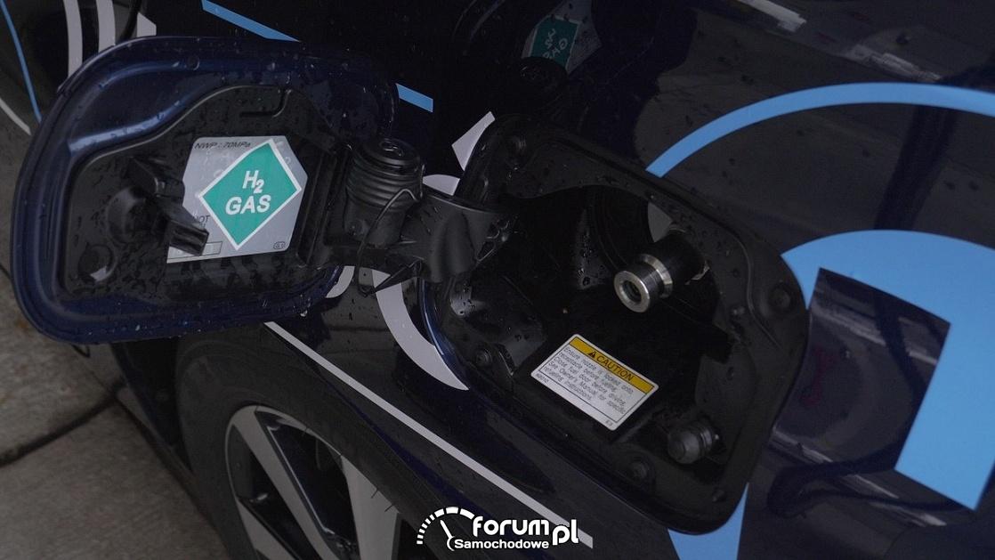 Przyłącze do tankowania wodoru w samochodzie
