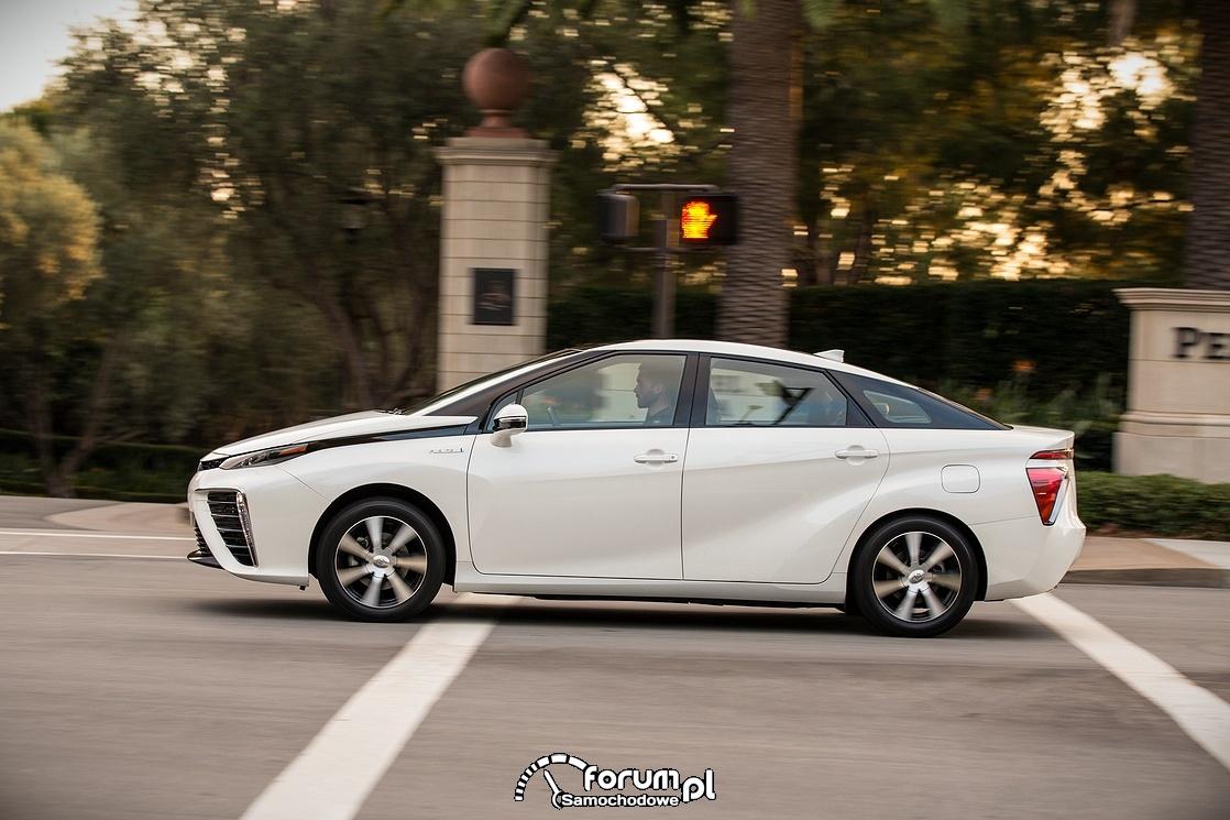 Toyota Mirai, bok