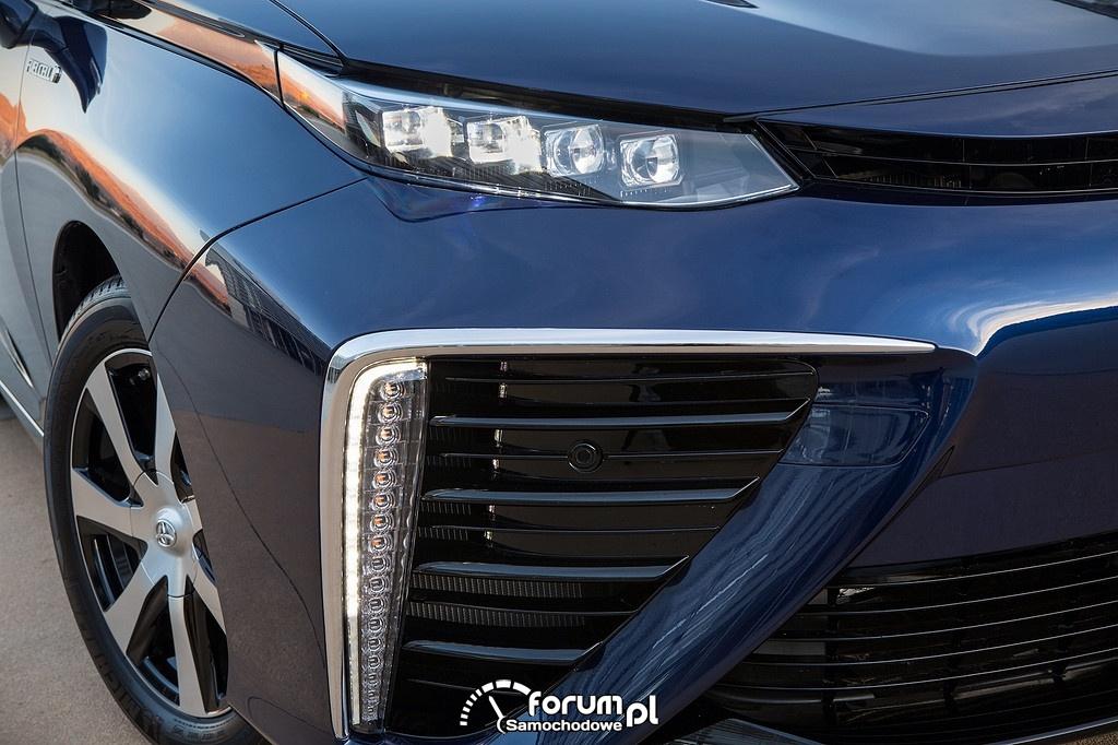 Toyota Mirai, przednie światła LED