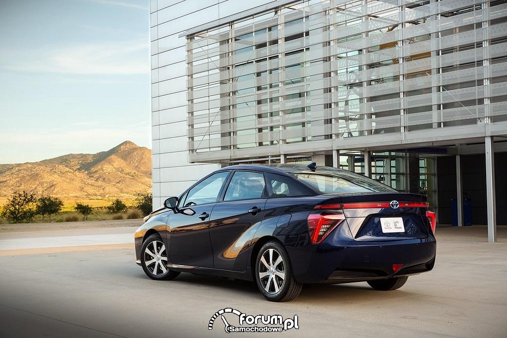 Toyota Mirai, tył