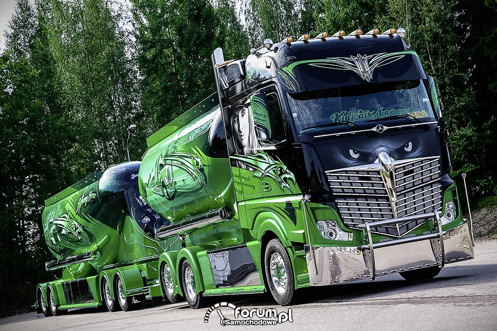 """Highway Hero"" Mercedes-Benz Actros 2551 6x2"