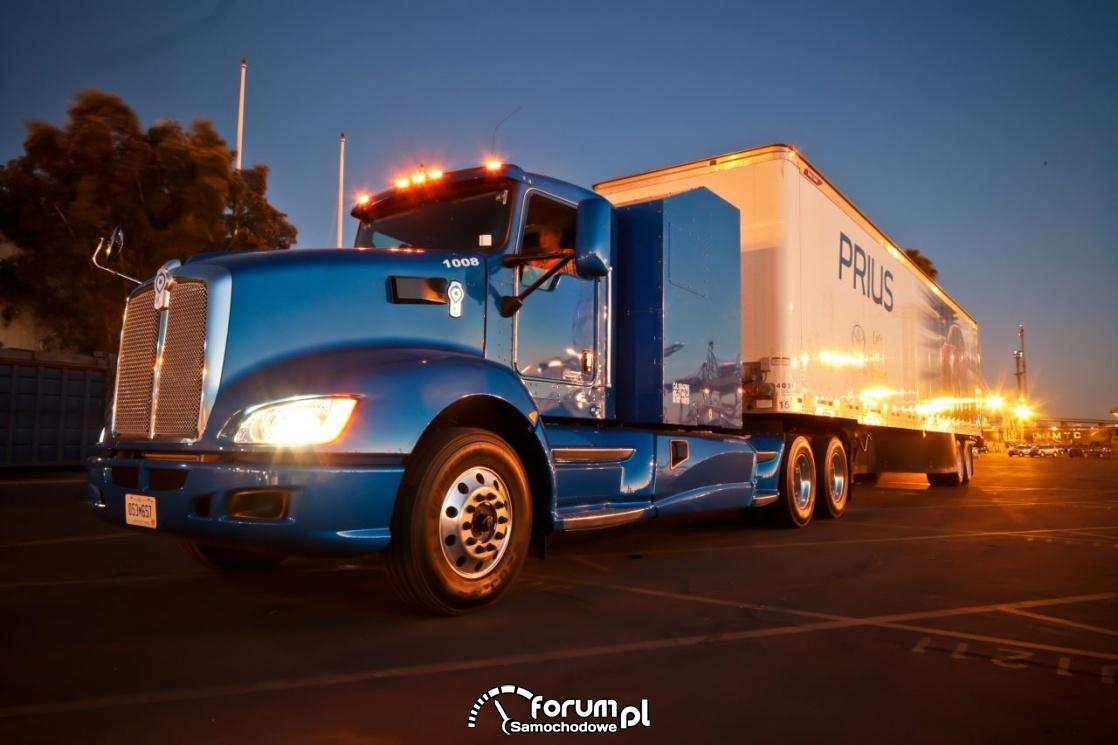Wodorowa ciężarówka, noc, parking