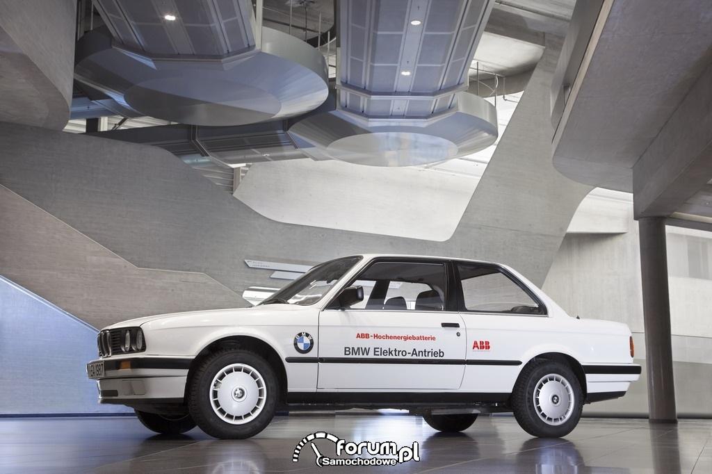 BMW 325iX (1987-1990), bok